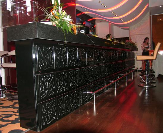 zona de bar tejghea gravura in mdf vopsit
